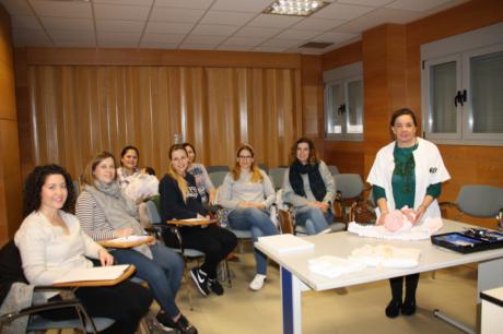 La Gerencia del Área Integrada de Cuenca organiza talleres de puericultura para orientar a los padres sobre los cuidados del bebé