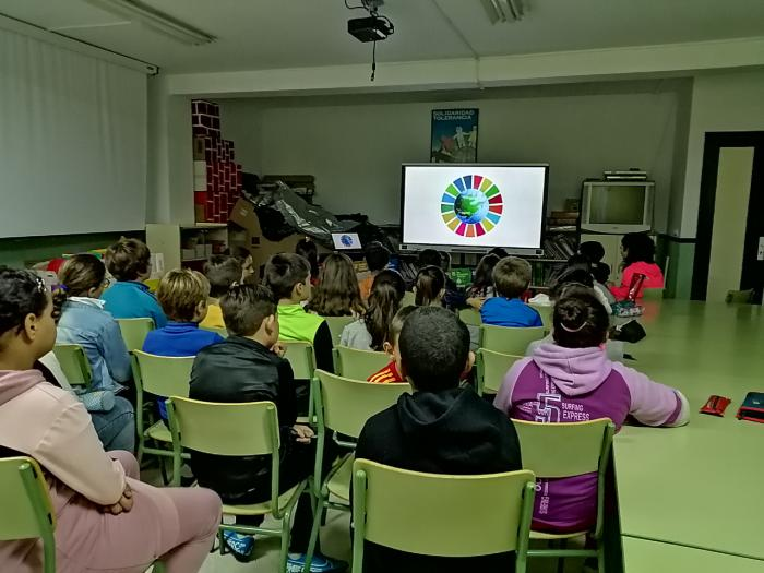 """Cáritas conmemora el Día de los Derechos Humanos con la inauguración de la exposición """"Objetivo planeta 2030"""" en Valera de Abajo"""