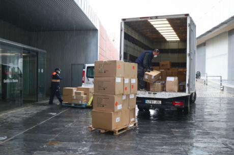 Castilla-La Mancha realiza un tercer envío con más de 1,4 millones de artículos de protección para los profesionales de los centros sanitarios de región