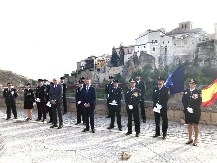 El exterior del Parador acogió la celebración de la Jura de 9 policías nacionales de nuevo ingreso