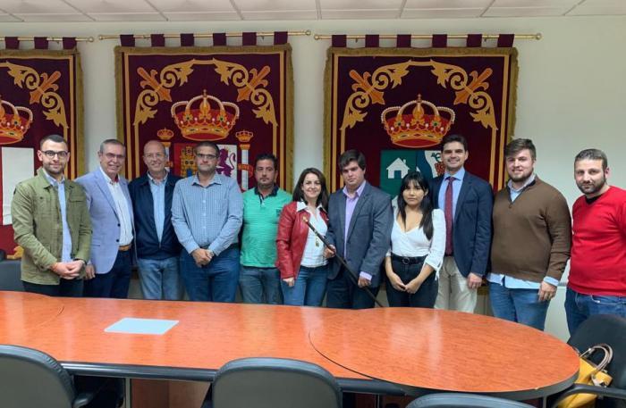 Santiago Serrano asiste a la toma de posesión de Samuel Mondéjar como nuevo alcalde de Casas de Benítez