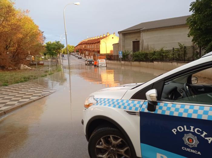 La fuerte tormenta del viernes por la tarde provoca una veintena de incidencias en la capital