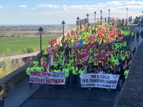 300 trabajadores de las ambulancias de la región se manifiestan en Toledo ante el bloqueo del convenio