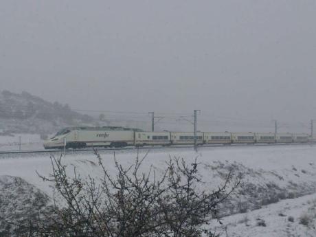 La nieve obliga a suprimir los últimos cuatro AVE de Madrid-Cuenca-Valencia