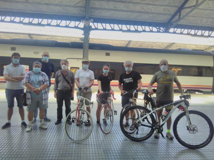 Una marcha en Bici+Tren entre Valencia-Utiel-Camporrobles reivindicará la reapertura de la línea y la perfecta conjunción intermodal entre la bici y el tren