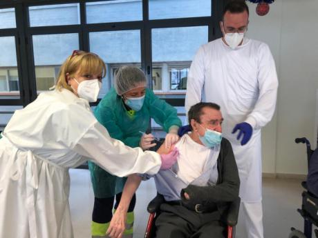 Los residentes y trabajadores de la Residencia Provincial ya han recibido la primera dosis de la vacuna frente al Covid