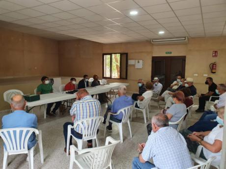 La Diputación presenta a los vecinos de Villar de Cantos el proyecto de desarrollo de redes de abastecimiento de agua