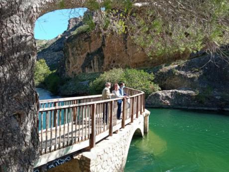 Diputación y Ayuntamiento de Buendía invertirán 61.000 euros en reformar la pista de pádel y reparar la piscina