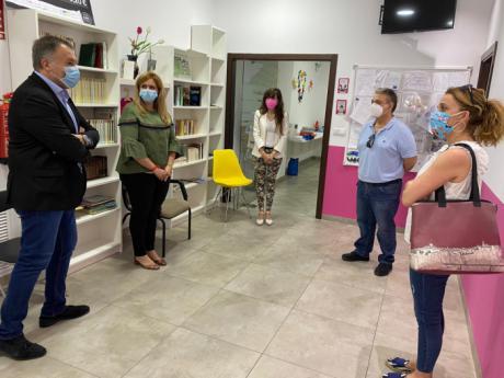 Junta y Ayuntamiento resaltan la labor de la Asociación de Parkinson ante el COVID-19