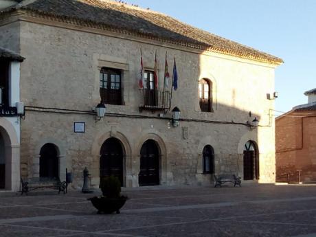 El PP de Villamayor pide al Ayuntamiento que obsequie a los agricultores con cheques para usar en los comercios locales