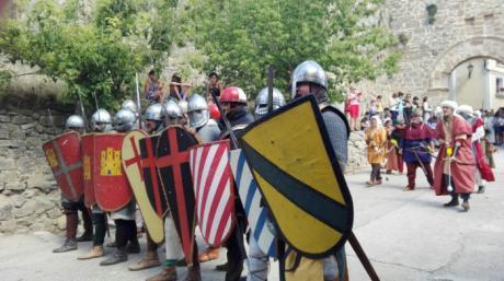 Cañete vibra con el intenso espectáculo de los combates medievales