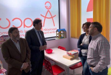 Mariscal visita la nueva sede de la Asociación Provincial de Autismo