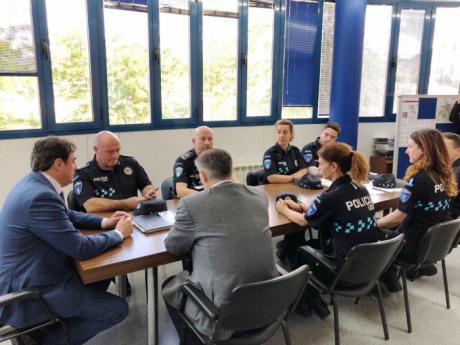 Mariscal da la bienvenida a los seis nuevos policías locales que se han incorporado a la plantilla