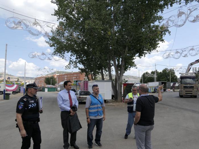 Mariscal visita el recinto ferial donde se han instalado más de ochenta feriantes