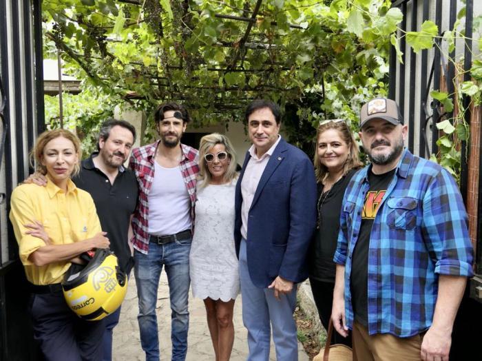 Mariscal comparte una jornada de rodaje de 'Rocambola' con Juanra Fernández y su equipo