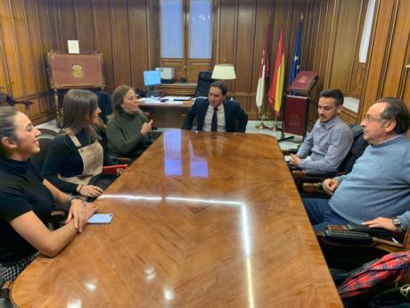 La Diputación recibe a los palistas internacionales del Club Piragüismo Cuenca con Carácter