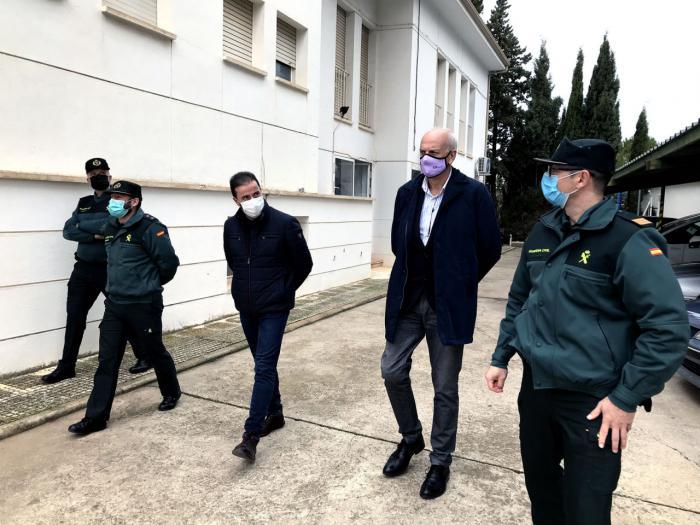 El subdelegado del Gobierno visita los cuarteles de la Guardia Civil de Iniesta, Villar de Domingo García y Belmonte