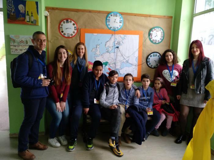 Seis alumnos del colegio de Santa Ana viajan a Grecia para representar a España en Euroknitters