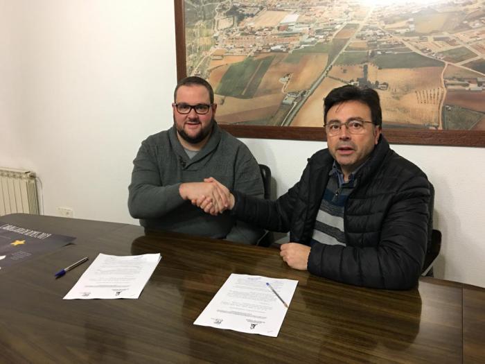 Firmado el convenio entre Ayuntamiento y la Asociación Cultural Los Perchas para la celebración de la Cabalgata de Reyes