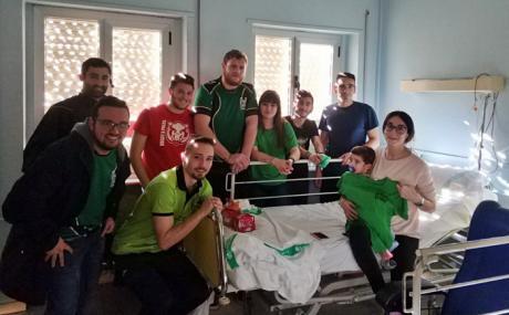 A Palos realizó su tradicional visita al Servicio de Pediatría del Virgen de la Luz