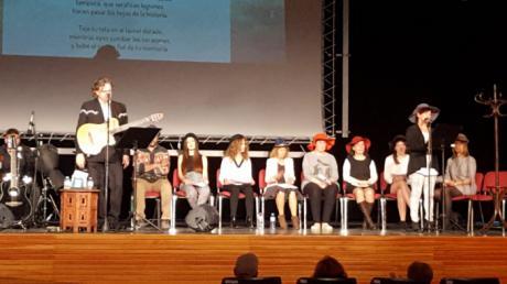 """Paco Damas cantó a las """"Sinsombrero""""en Mota del Cuervo"""