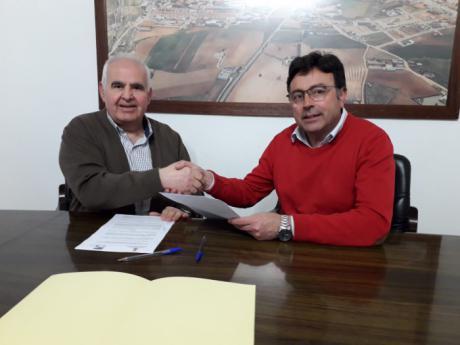 Firmado el convenio entre el Ayuntamiento de Mota y la Hermandad de Santa Rita para la celebración de sus fiestas