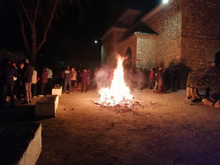 Mota del Cuervo celebró San Antón con hogueras y bendición de animales