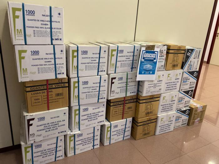 CEOE CEPYME entrega 150.000 guantes de vinilo en el hospital Virgen de la Luz