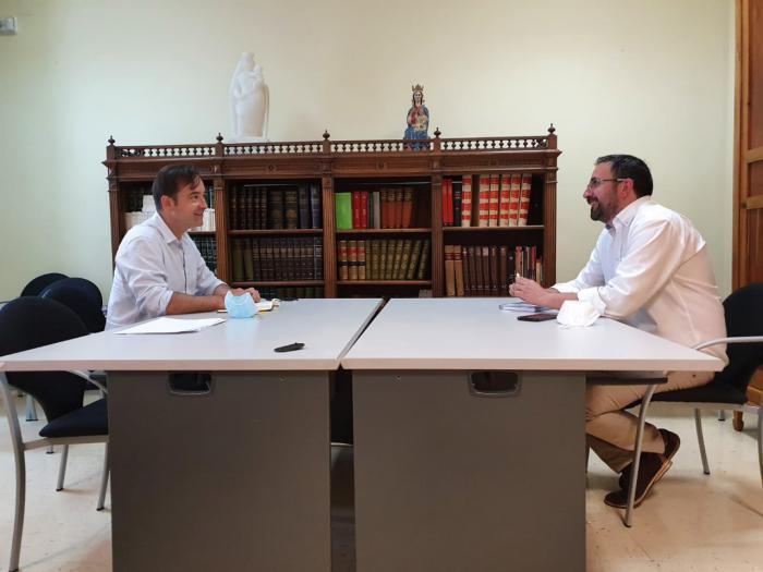 La Confederación de Empresarios traslada al Ayuntamiento su apoyo en su proyecto de conciliación familiar este verano