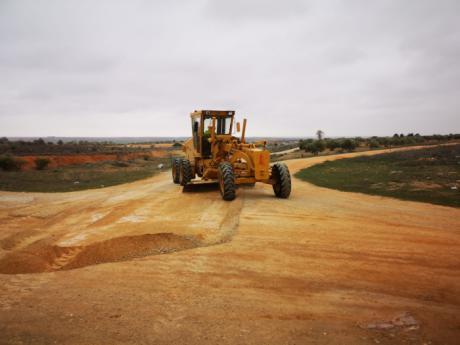 Comienzan las labores para reparar caminos rurales de Mota del Cuervo