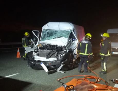 Fallece un conductor de un turismo tras chocar contra camión en San Clemente