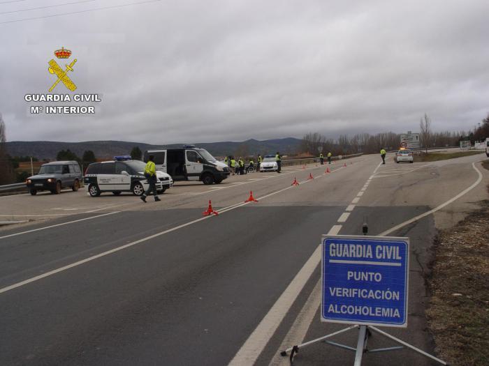 La Guardia Civil investiga dos accidentes de tráfico, donde los automovilistas conducían bajo la influencia de bebidas alcohólicas
