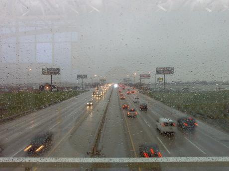 Las lluvias y las tormentas complican el tráfico en la provincia