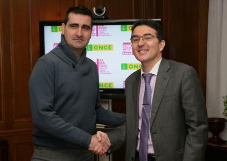 Almagro y la ONCE firman un convenio para hacer del festival un hecho cultural inclusivo y accesible