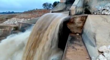 García-Page denuncia que por el trasvase va tanta agua como por el río Tajo