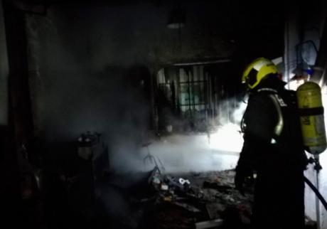 Dos personas afectadas por inhalar humo en incendio en Motilla del Palancar