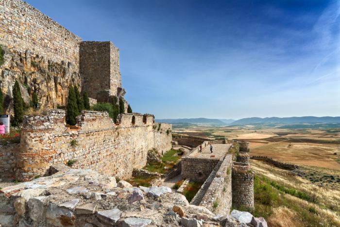 El volumen de viajeros alojados en establecimientos hoteleros de Castilla-La Mancha aumentó un 2,6% en el mes de febrero
