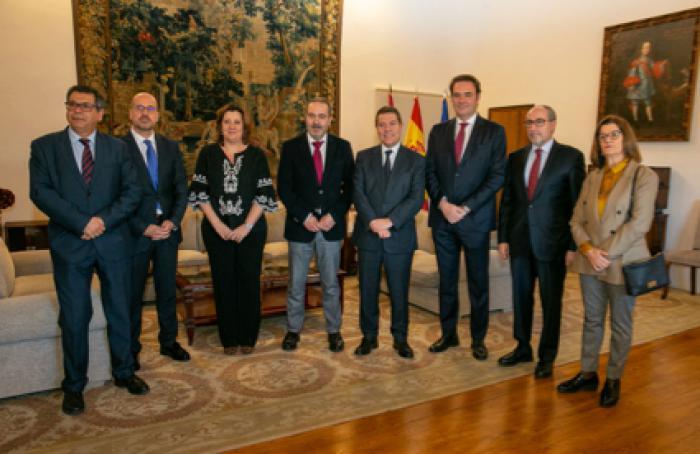 El presidente de la Junta de Comunidades de Castilla-La Mancha valora la cohesión del Consejo Regional de Cámaras de Comercio