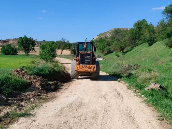 Arreglados unos 100 kms de caminos rurales en Huete y pedanías