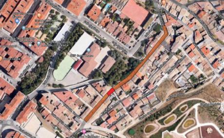 La calle Santa Teresa permanece cortada al tráfico rodado