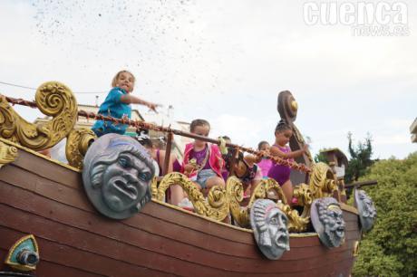 El desfile de carrozas de San Julián provoca algunas alteraciones de tráfico