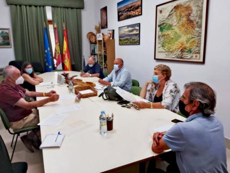 CEDER Alcarria Conquense pide reunirse con la delegada de la Junta y el presidente de la Diputación para abordar el problema de los gastos que asumen los ayuntamientos por el mantenimiento de consultorios y colegios