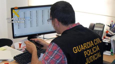 Dos hombres detenidos por hacer chantaje sexual a menores en redes sociales