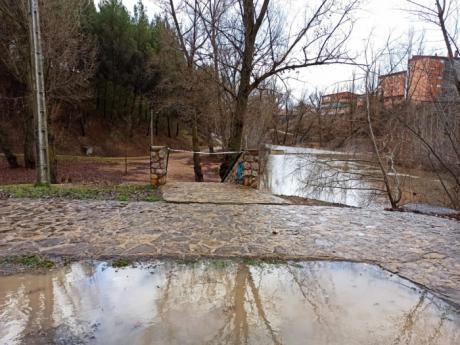 Se cierran los accesos al parque fluvial y se pide a la ciudadanía que evite transitar por parques, jardines y zonas arboladas