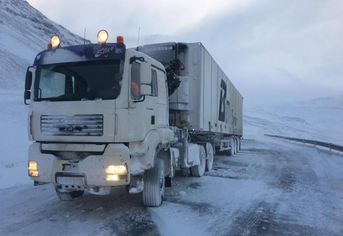 Un camión tuvo que pasar toda la noche atrapado por la nieve en Masegosa