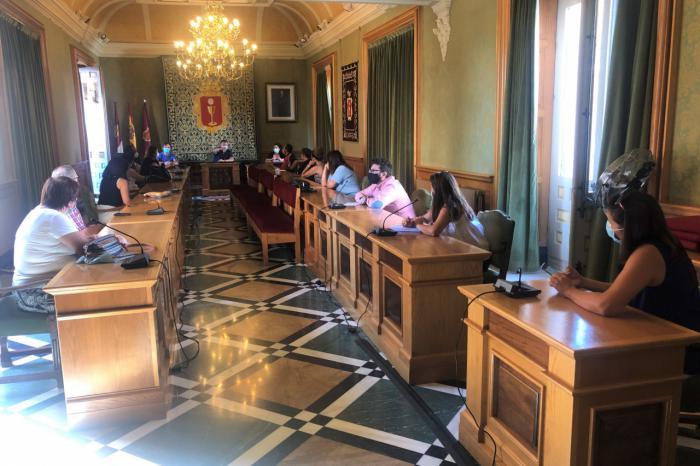 Los directores y responsables de Ampas de los colegios de la capital conocen las medidas de prevención y seguridad planteadas por el Ayuntamiento