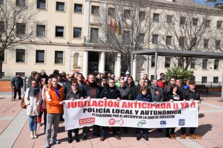 Concentración en Cuenca para exigir la aprobación del decreto de jubilación anticipada de los policías locales