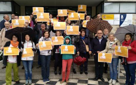 """Los trabajadores de la biblioteca """"Fermín Caballero"""" se movilizan para exigir una mejora en sus condiciones laborales"""