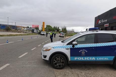 El Ayuntamiento refuerza la presencia de Policía Local en el paso a la Fase 1 e insta a la responsabilidad mediante megafonía