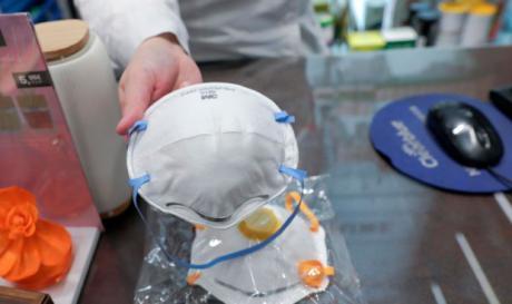 La UCLM entrega al Sescam material y recursos sanitarios para hacer frente a las necesidades ocasionadas por el coronavirus